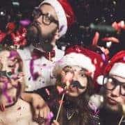 4 Mitarbeiter haben bei Fotobox auf der Weihnachtsfeier Spaß