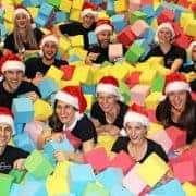 teamazing Weihnachtsfeier 2015 im Jump25 beim Airbase One. Team ist in der Schnitzelgrube und lacht