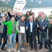 Teamfoto vor dem Grundlsee Seeblickhotel mit Lagermax Salzburg beim Teambuilding Event