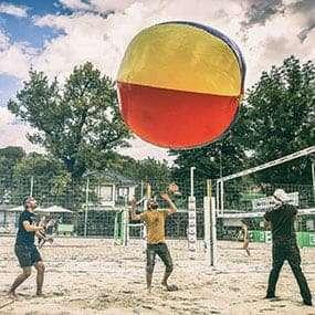 Spaß beim Blobby Volley Teambuilding