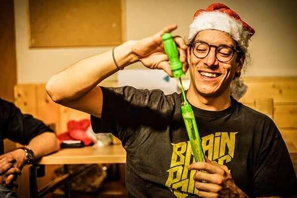 Leo mit Seifenblasen bei Weihnachtsfeier