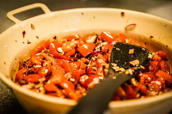Tomatensalat beim Teamkochen bei der Weihanchtsfeier